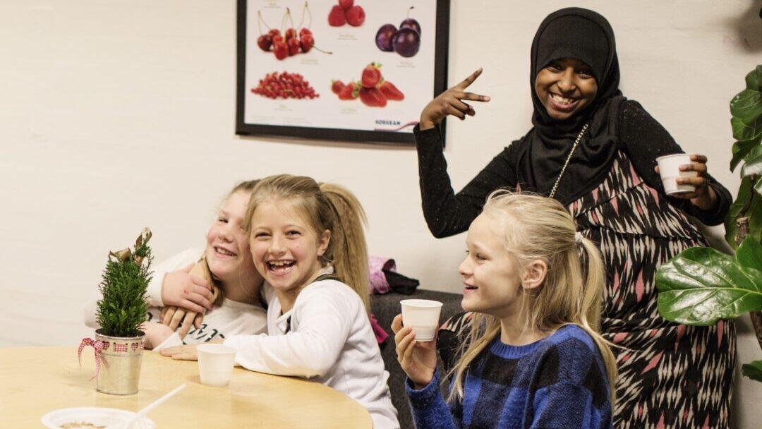Ny madklub bruger mad, der ville være endt i skraldespanden: Skal lære børn om både klima og fællesskaber